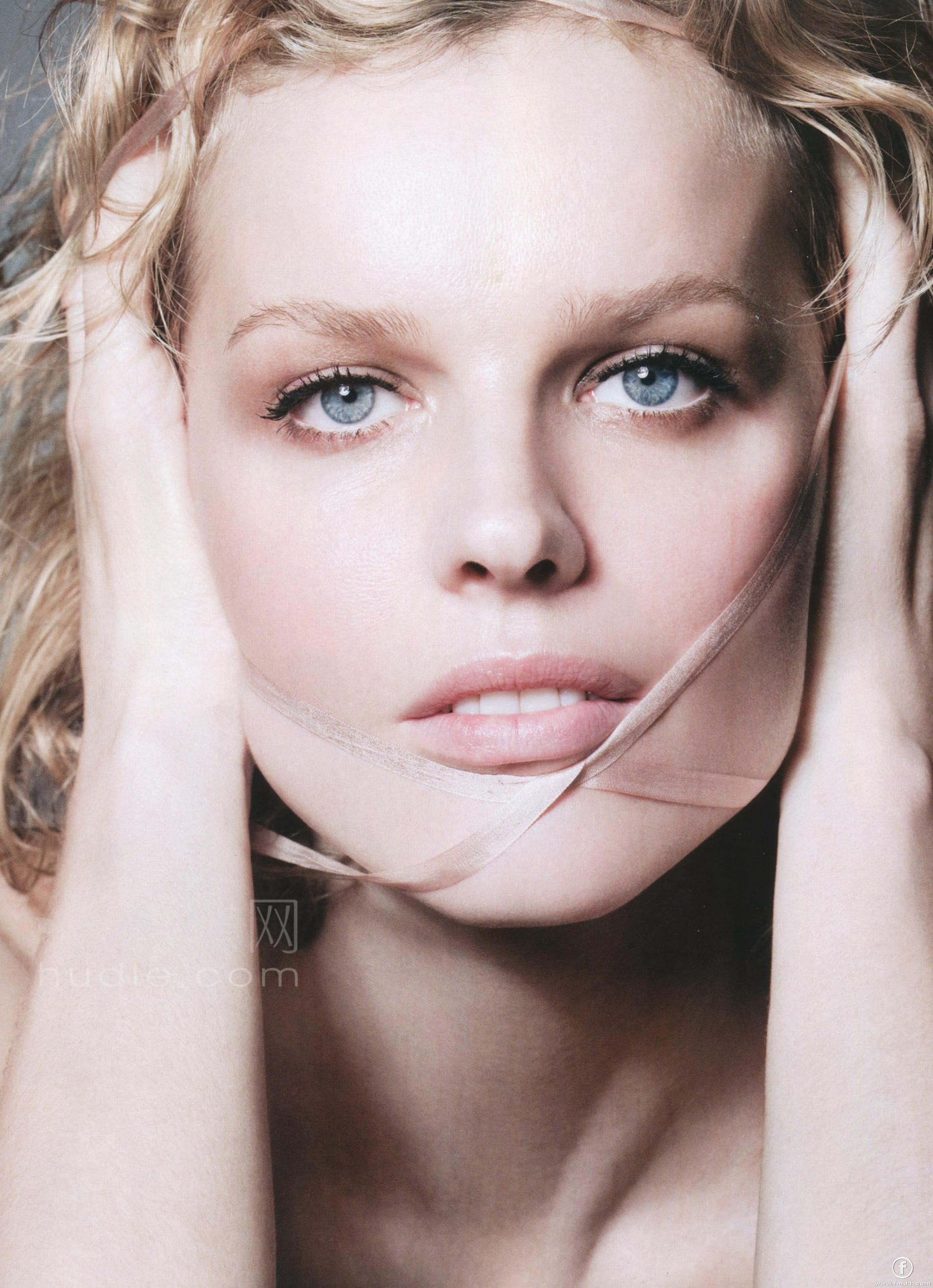 braless Eva Herzigova CZE 3 1999?001 naked photo 2017